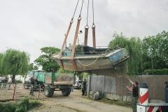 grutage du bateau en 2008 Pendant plus de 20 ans, sa silhouette trapue a sillonné le port de Nantes, de navettes en remorquages de tout types de navires, y compris d'illustres bâtiments tel le BELEM