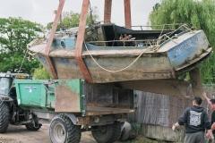 grutage du bateau en 2008 A la fermeture des Chantiers, il a été racheté en 1988 par un pêcheur professionnel de Mauves sur Loire, Mr Georges Papin qui l' a reconverti à la pêche à la civelle.