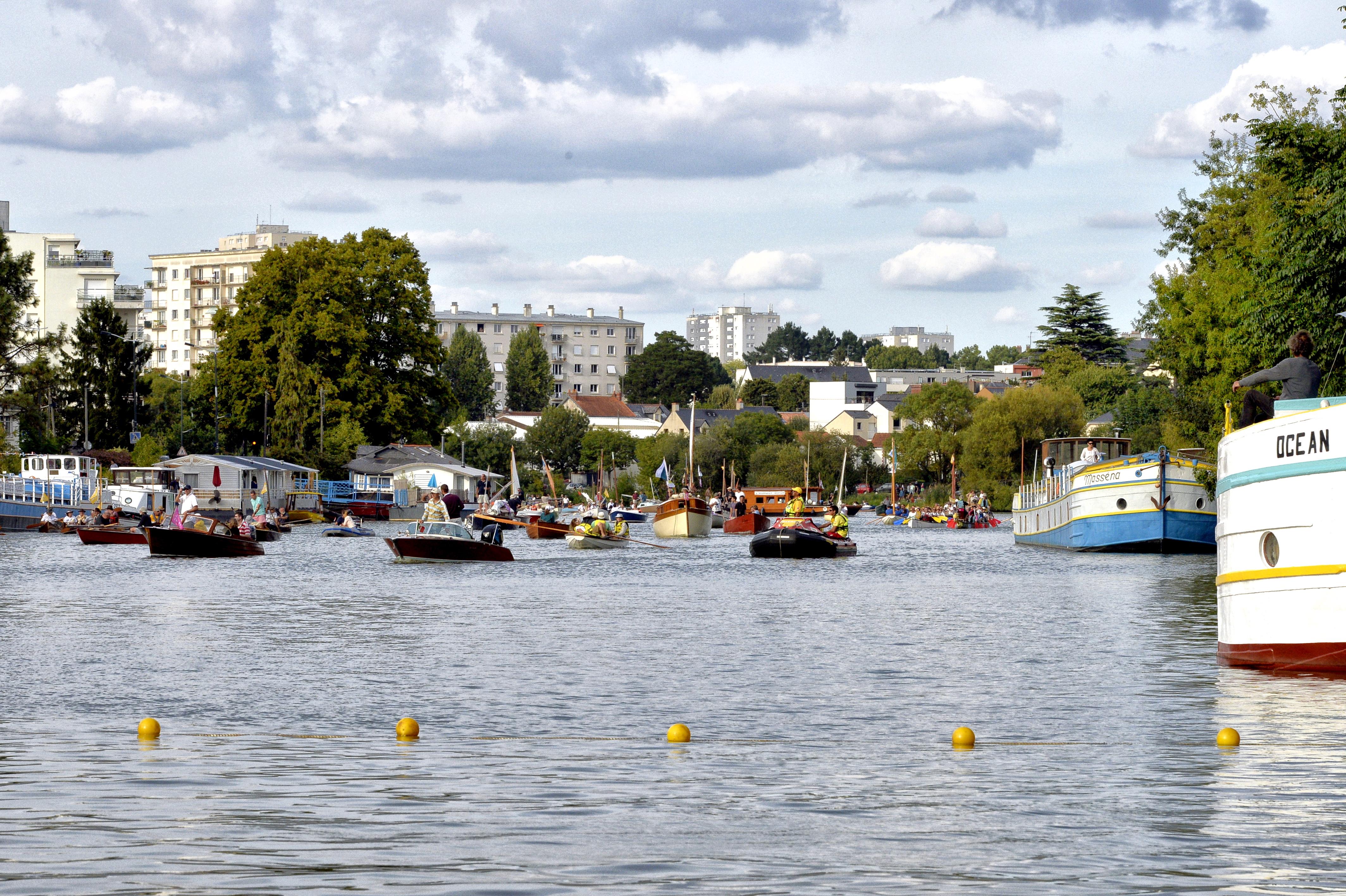 Les Rendez-vous de l'Erdre festival jazz musique et belle plaisance rivière la parade des bateaux et voiliers du patrimoine fluvial sur la rivière culture patrimoine