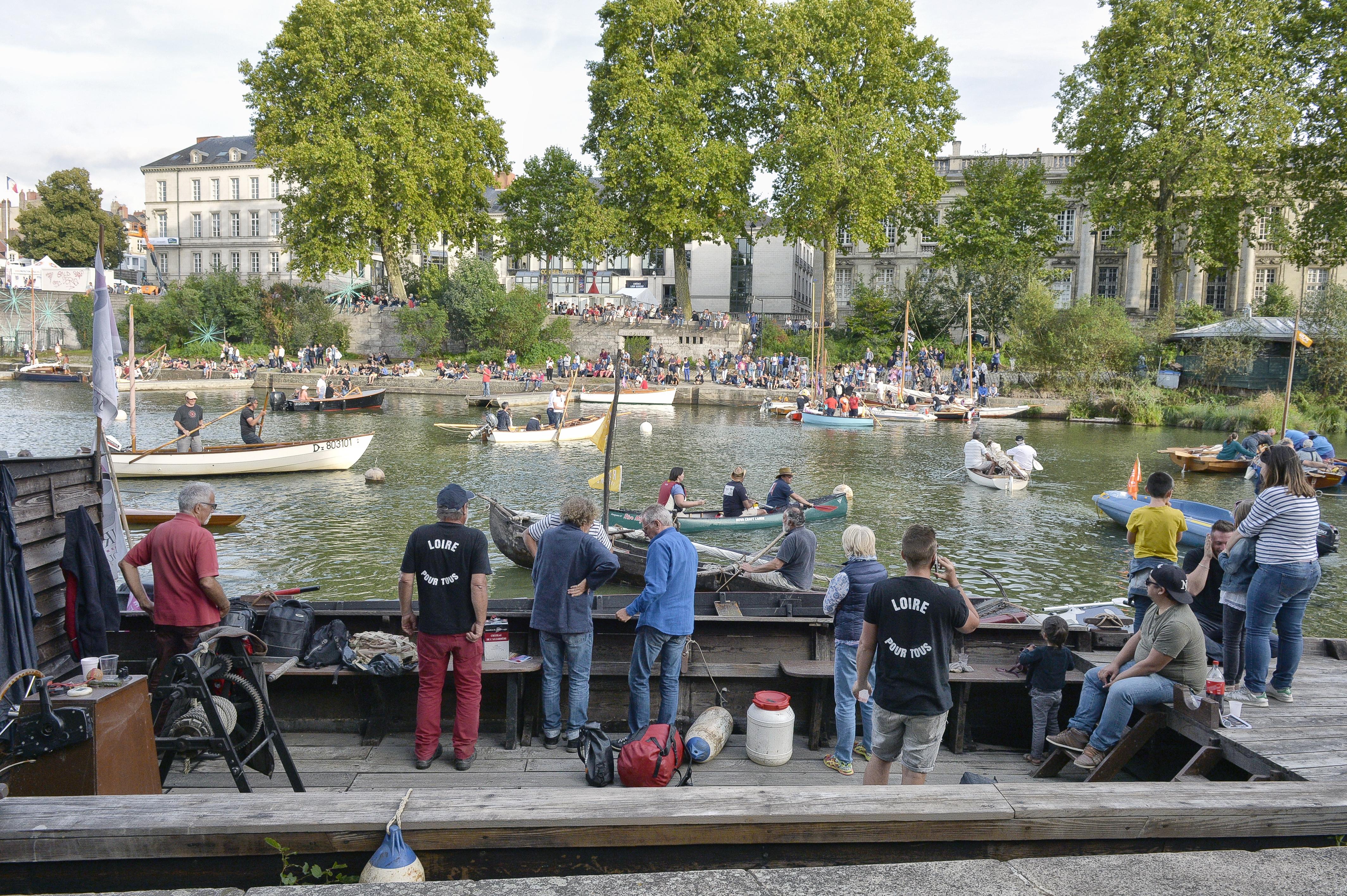 Les Rendez-vous de l'Erdre festival jazz musique et belle plaisance rivière la parade des bateaux et voiliers du patrimoine fluvial sur la rivière Association Loire pour tous culture patrimoine